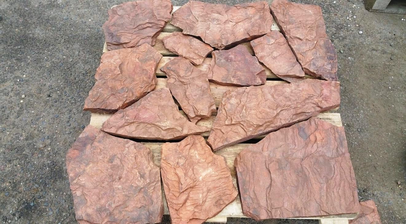 камень укладываем максимально плотно на поддон